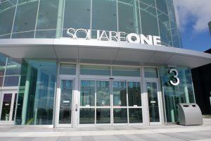 Sliding door in Square One